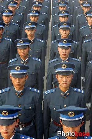 中国空军11月10日起换发新式军装 组图